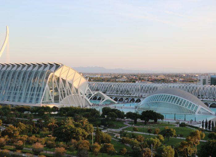 ciudad-de-las-artes-y-las-ciencias-valencia-stad-van-de-kunst-en-wetenschap